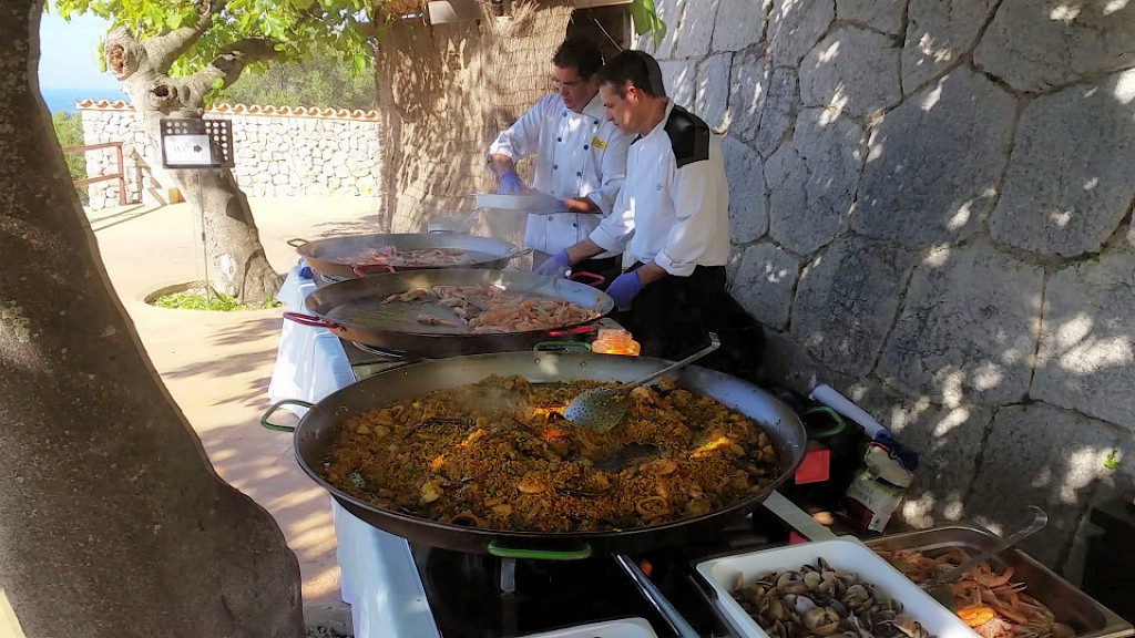 son-marroig-show-cooking-paella